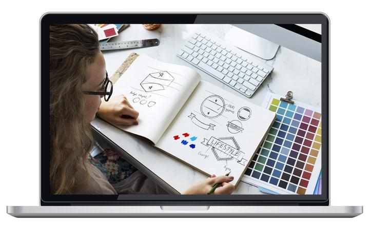 Grafiker skapar en logotyp